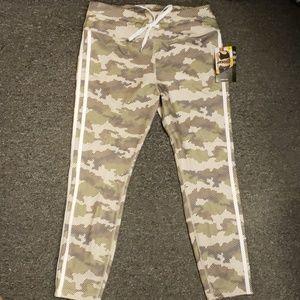 🎉 NWT Women's active pants size L